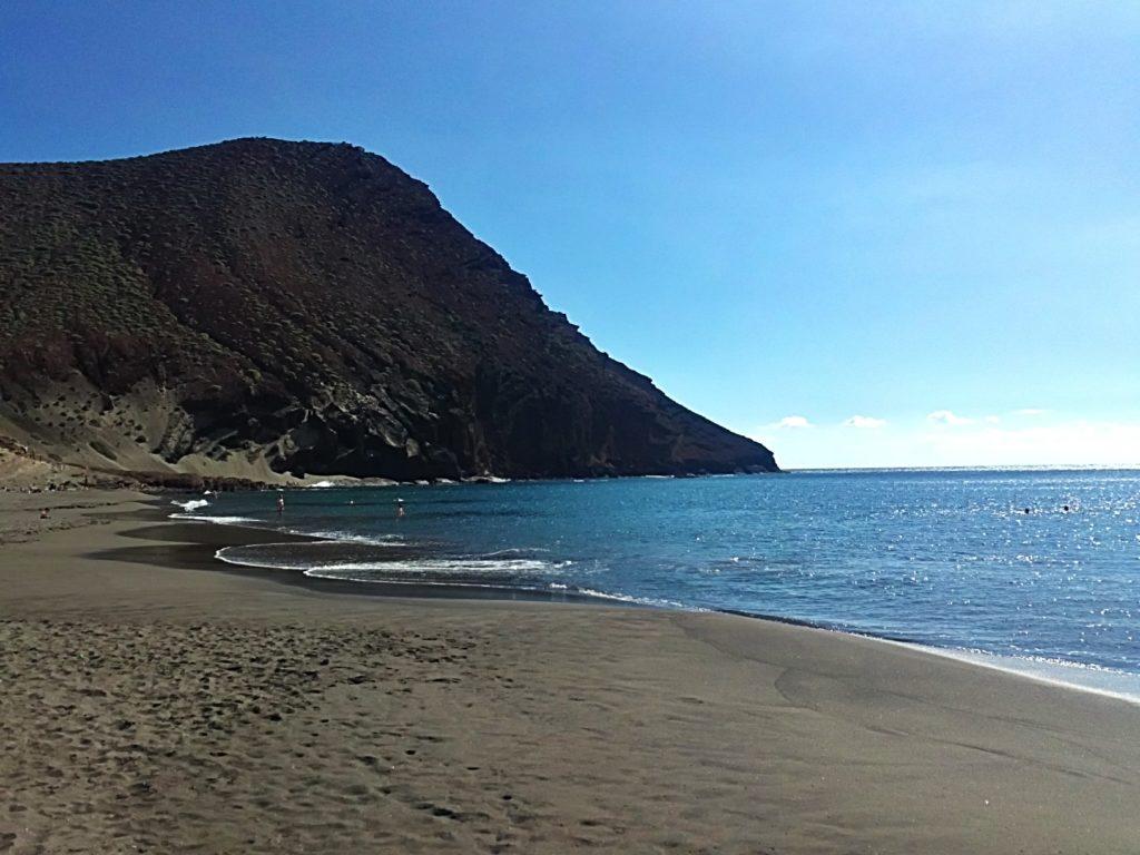 Imagen de la Montaña Roja de El Médano y la playa de La Tejita, en Tenerife (Islas Canarias, España)