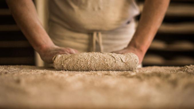 Elaboración de pan en el obrador de Levadura Madre
