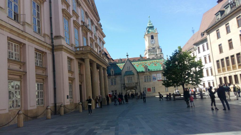 Plaza del Ayuntamiento de Bratislava. Autor: soloqueremosviajar.com