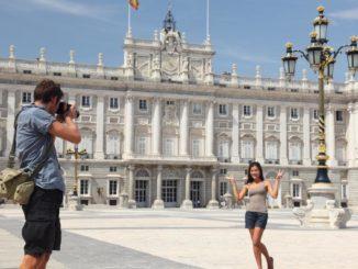Turistas en el Palacio Real. Autor: Turismo de la Comunidad de Madrid