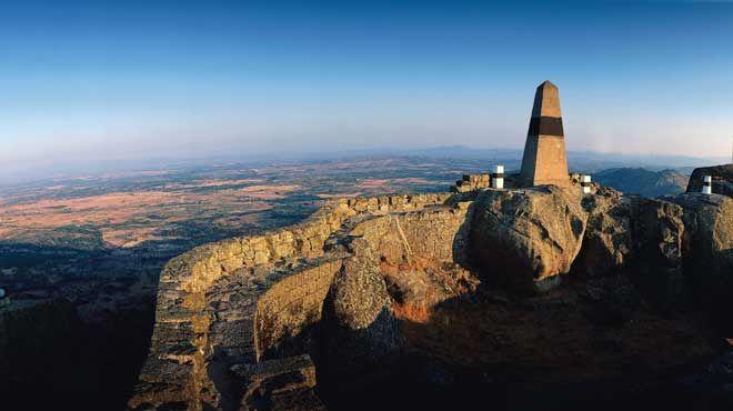 Imagen del Castillo y Muralla de Monsanto. Autor: Turismo de Portugal.