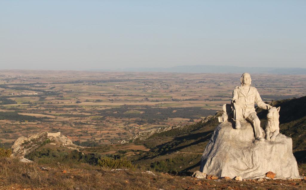 Monumento a Félix y castillo Poza de la Sal ubicacion antigua Cuarto Milenio