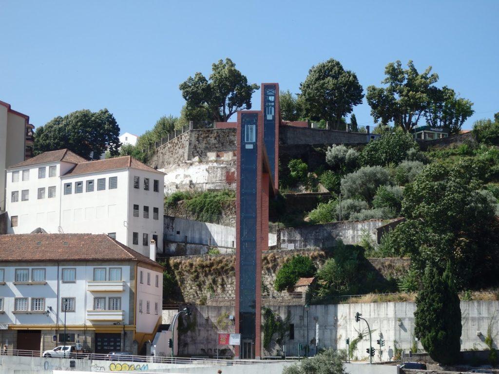 Elevadores en el municipio portugués de Covilha. Autor: Héctor González/Solo Queremos Viajar
