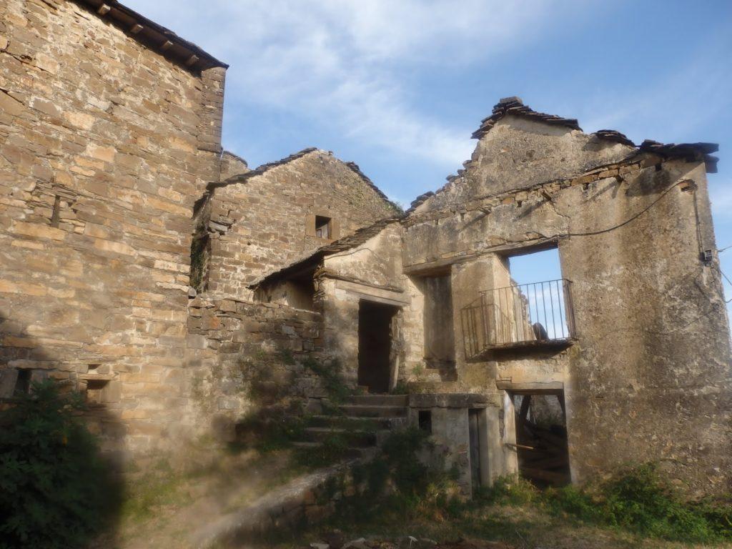 Pueblo abandonado Muro de Bellós