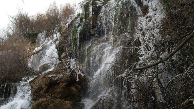 Salto de agua en el río Cuervo (Cuenca)