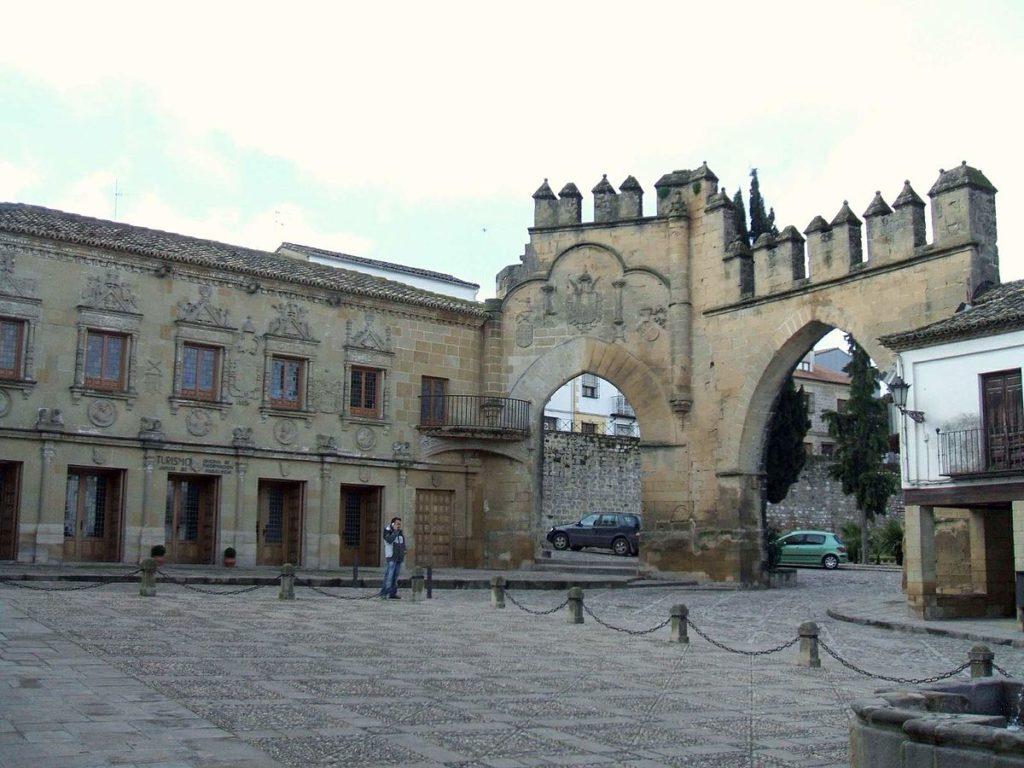 Puerta de Jaén y Arco de Villalar (Jaén, Andalucía)
