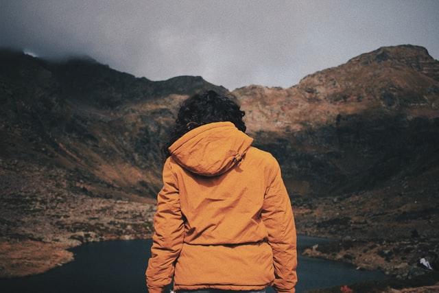 Una mujer en Estanys de Tristaina, Andorra