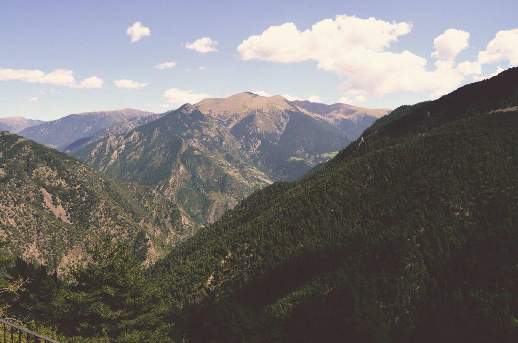 Vista de los Pirineos en Sant Julià de Lòria, Andorra