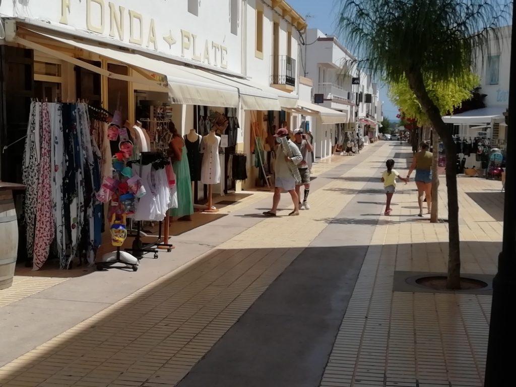 Calle comercial en Sant Francesc