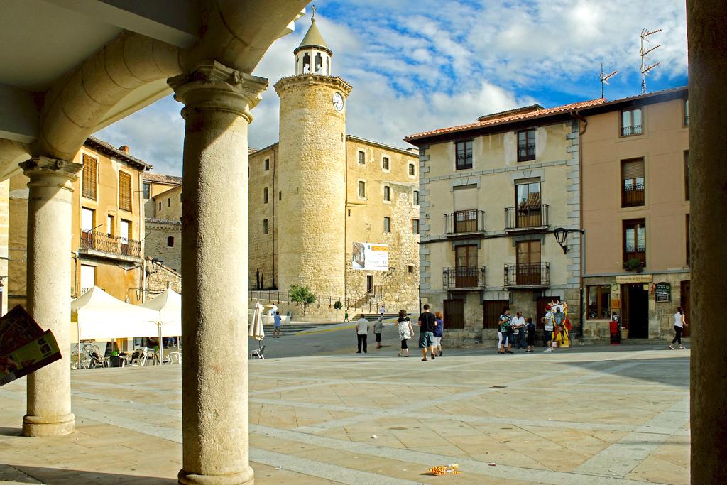 Plaza de Oña. Visita Monacatus.